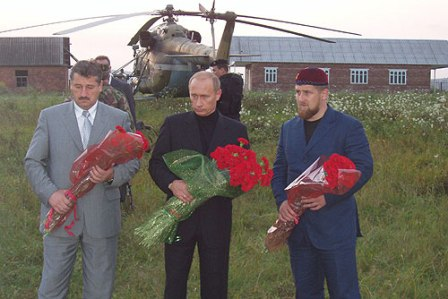 President Putin lays flowers at the grave of Akhmed Kadyrov, accompanied by Chechen officials, Alu Alkhanov (left) and Ramzan Kadyrov: August 2004. Photo: kremlin.ru